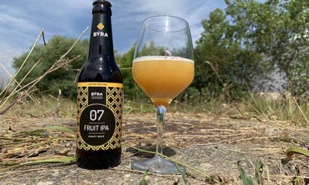 BÝRA presenta una nueva cerveza elaborada con puré de melocotón, en edición limitada